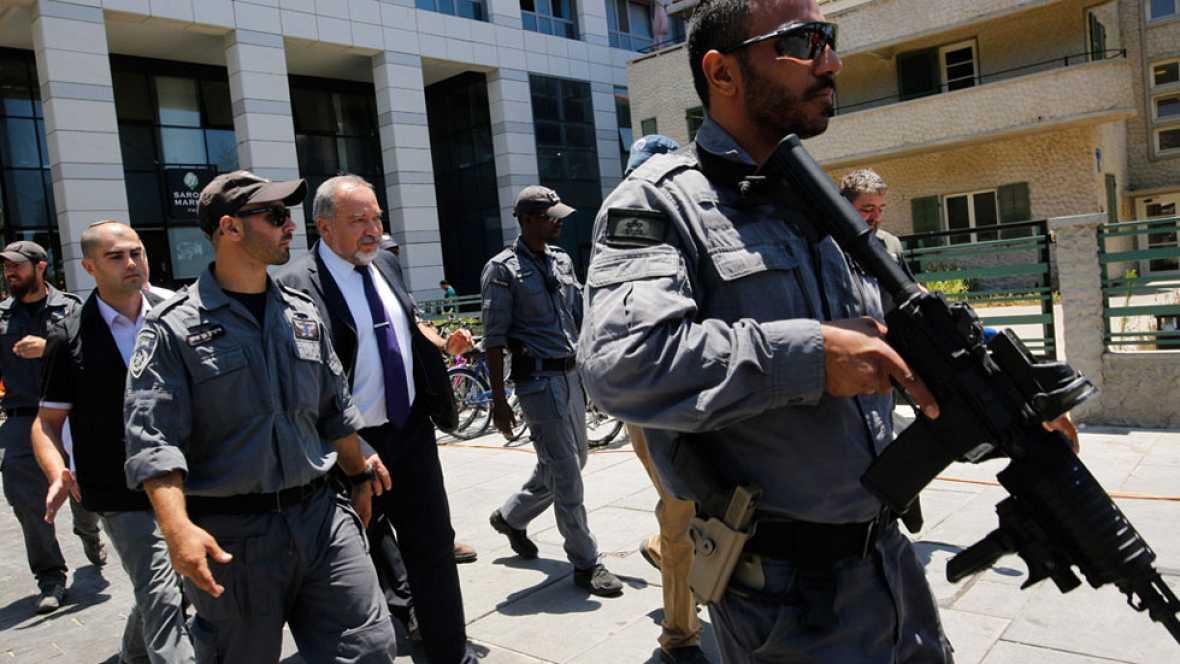 Israel suspende el permiso de entrada a 83.000 palestinos como respuesta al atentado de Tel Aviv