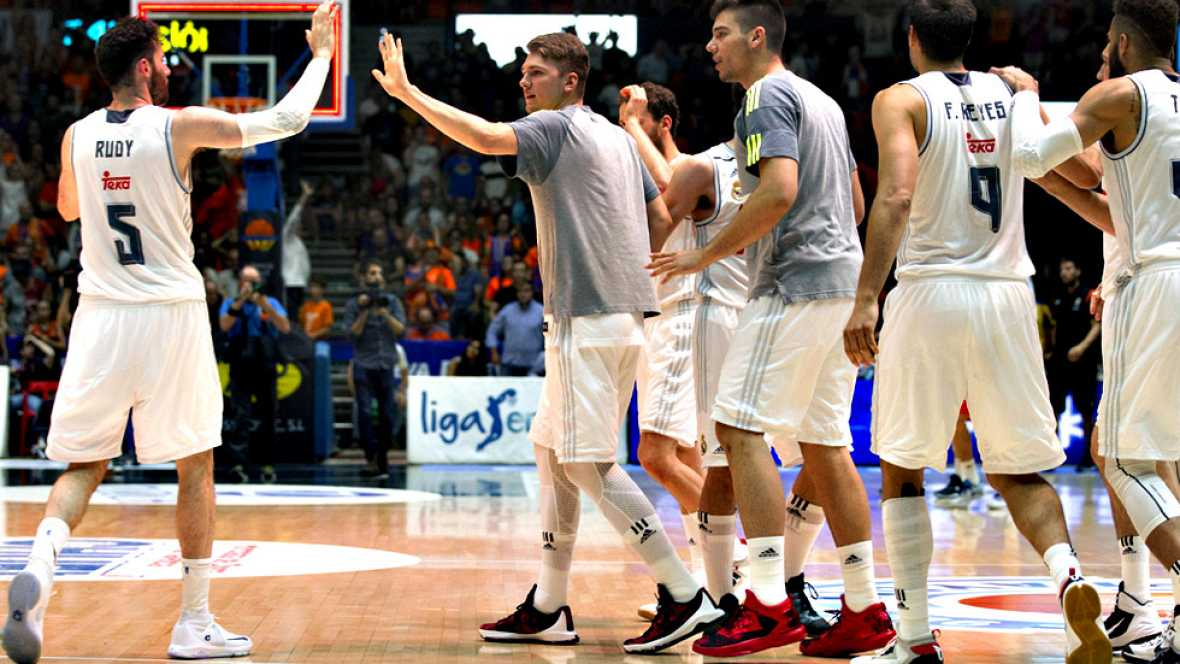 El Real Madrid ya es finalista al vencer por 80-82 al Valencia Basket, cerrando la serie con 3-1. Llull (16 pt, 20 val) y Carroll (17 pt, 18 val), claves del equipo de Laso, que alcanza su quinta final consecutiva de Liga Endesa y defenderá su corona