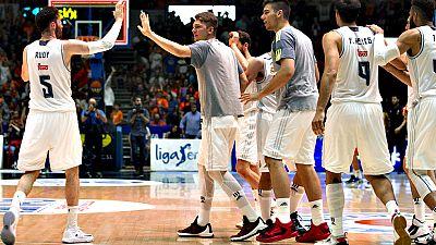 El Real Madrid ya es finalista al vencer por 80-82 al Valencia Basket, cerrando la serie con 3-1. Llull (16 pt, 20 val) y Carroll (17 pt, 18 val), claves del equipo de Laso, que alcanza su quinta final consecutiva de Liga Endesa y defender� su corona