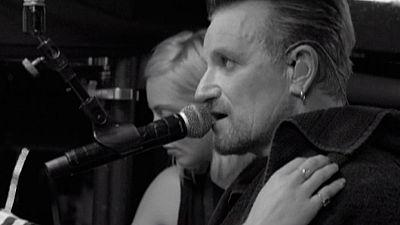 Momentos como el concierto de U2 junto a Los Eagles of Death Metal se recuerdan en un nuevo DVD y documental tras los atentados de Paris