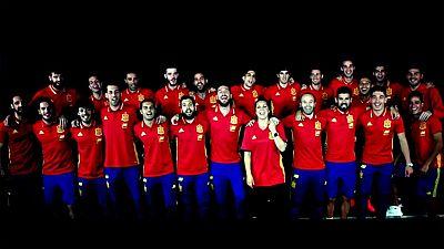 """Niña Pastori interpreta junto al futbolista Sergio Ramos la canción que servirá durante la celebración de la Eurocopa 2016, que hoy arranca en Francia, como nuevo himno para la selección española de fútbol, conocida popularmente como """"La Roja""""."""