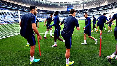 La selección francesa de fútbol afronta la Eurocopa de su país con la exigencia de repetir el éxito del Mundial de 1998, también organizado por Francia y ganado por el equipo que comandaba Zinedine Zidane.