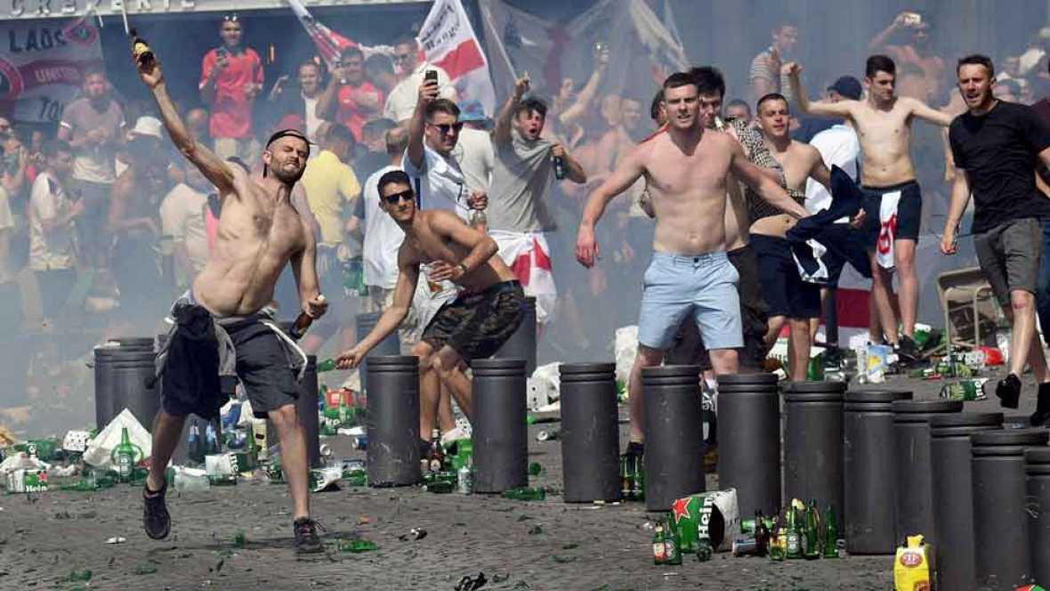 Importantes altercados entre hinchas rusos e ingleses en Marsella