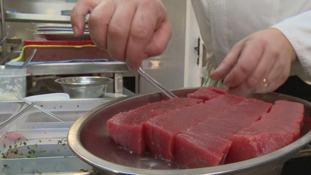 Los reporteros de `Teleobjetivo¿ investigan por qué el 73 % del atún rojo que se vende en los supermercados no lo es, el fraude que existe al comercializar como buey lo que realmente es carne de vaca vieja y los peligros para la salud pública.