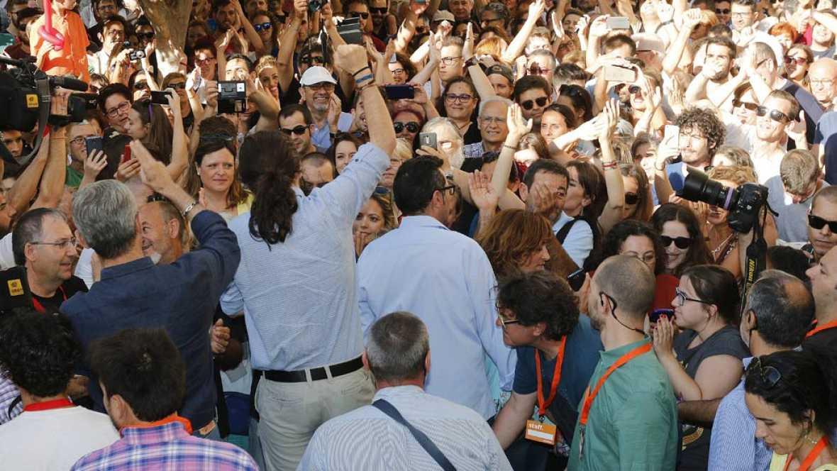 """El candidato de Unidos Podemos a las elecciones generales del 26J, Pablo Iglesias, ha criticado a los """"patriotas"""" que tienen """"cuentas en Suiza"""" en un mitin con el exJEMAD en Almería."""