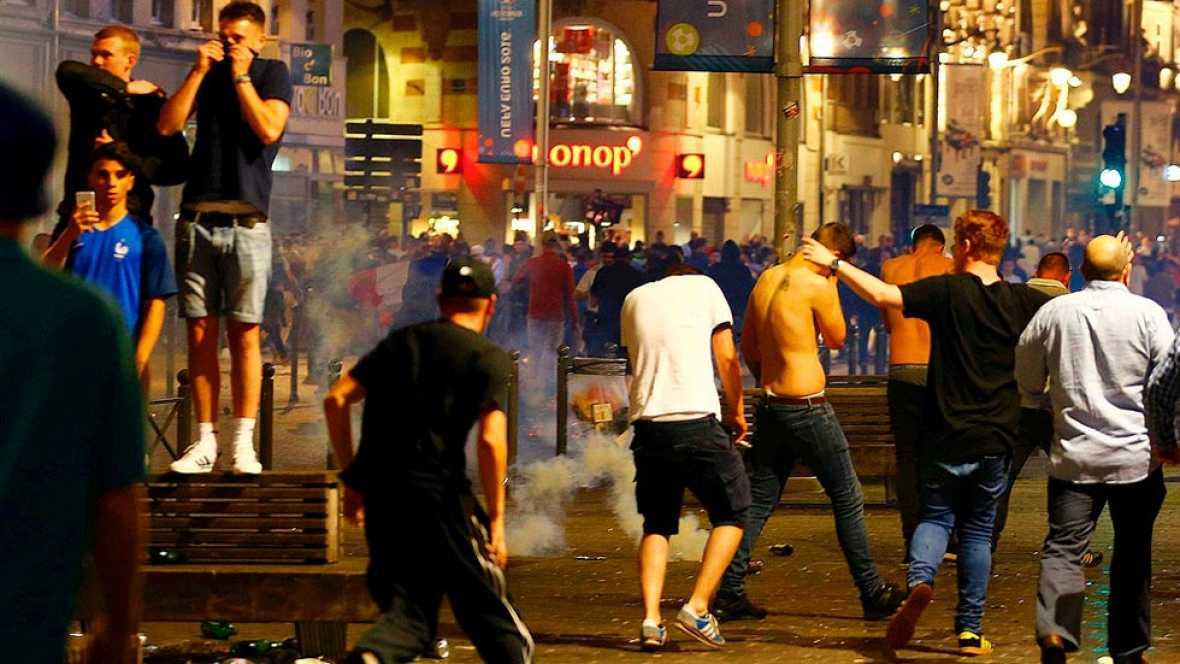 Eurocopa 2016: Decenas de detenidos en nuevos enfrentamientos entre hinchas violentos en Lille