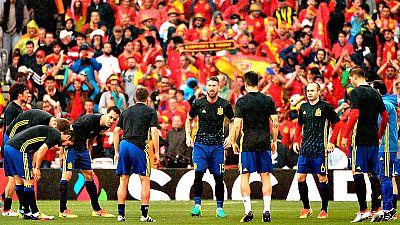 El estadio de Niza será este viernes el escenario del partido entre España y Turquía y de un duelo de talento y liderazgo entre Andrés Iniesta y Arda Turan, compañeros en el Barcelona, rivales en la Eurocopa 2016 y dos jugadores esenciales para sus r