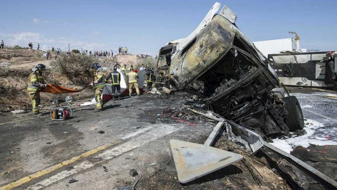 Tres muertos y tres heridos en el choque entre dos camiones y dos turismos en Murcia