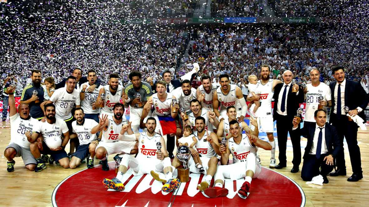El Real Madrid se ha coronado campeón de la Liga Endesa ante su  público tras derrotar (91-84) al FC Barcelona Lassa en el cuarto  partido del 'play-off' por el título disputado en el Barclaycard  Center, defendiendo la corona que conquistó el año pa