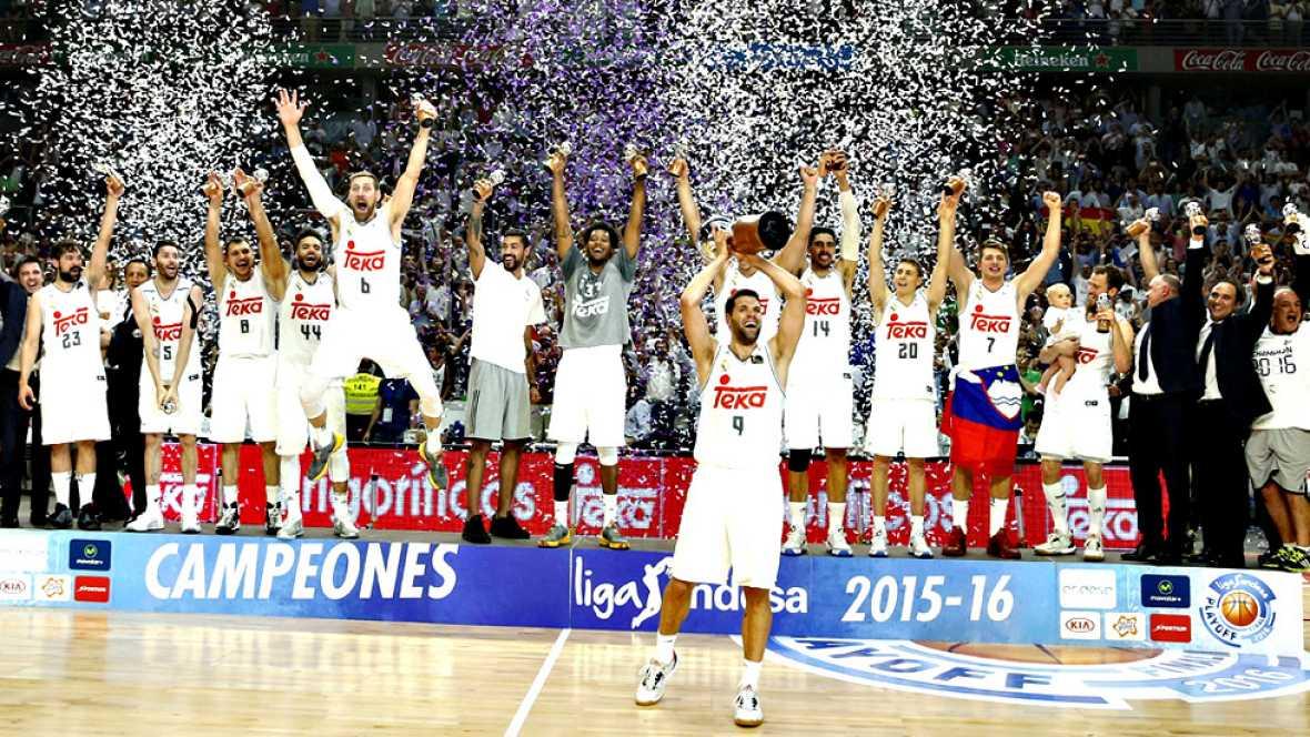 El Real Madrid se ha proclamado este miércoles campeón de la Liga Endesa de baloncesto tras derrotar en el cuarto partido de la final al Barcelona por 91-84. El equipo que dirige Pablo Laso perdió el primer partido en Barcelona por 100-99 y ganó los