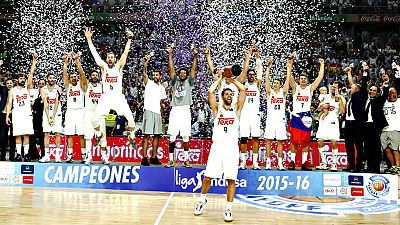 El Real Madrid se ha proclamado este mi�rcoles campe�n de la Liga Endesa de baloncesto tras derrotar en el cuarto partido de la final al Barcelona por 91-84. El equipo que dirige Pablo Laso perdi� el primer partido en Barcelona por 100-99 y gan� los