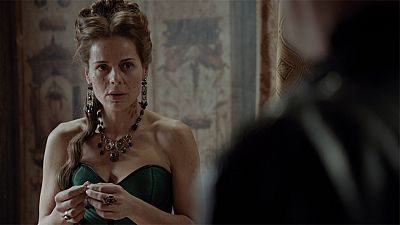 �guila Roja - Hern�n le ofrece a Lucrecia casarse con �l
