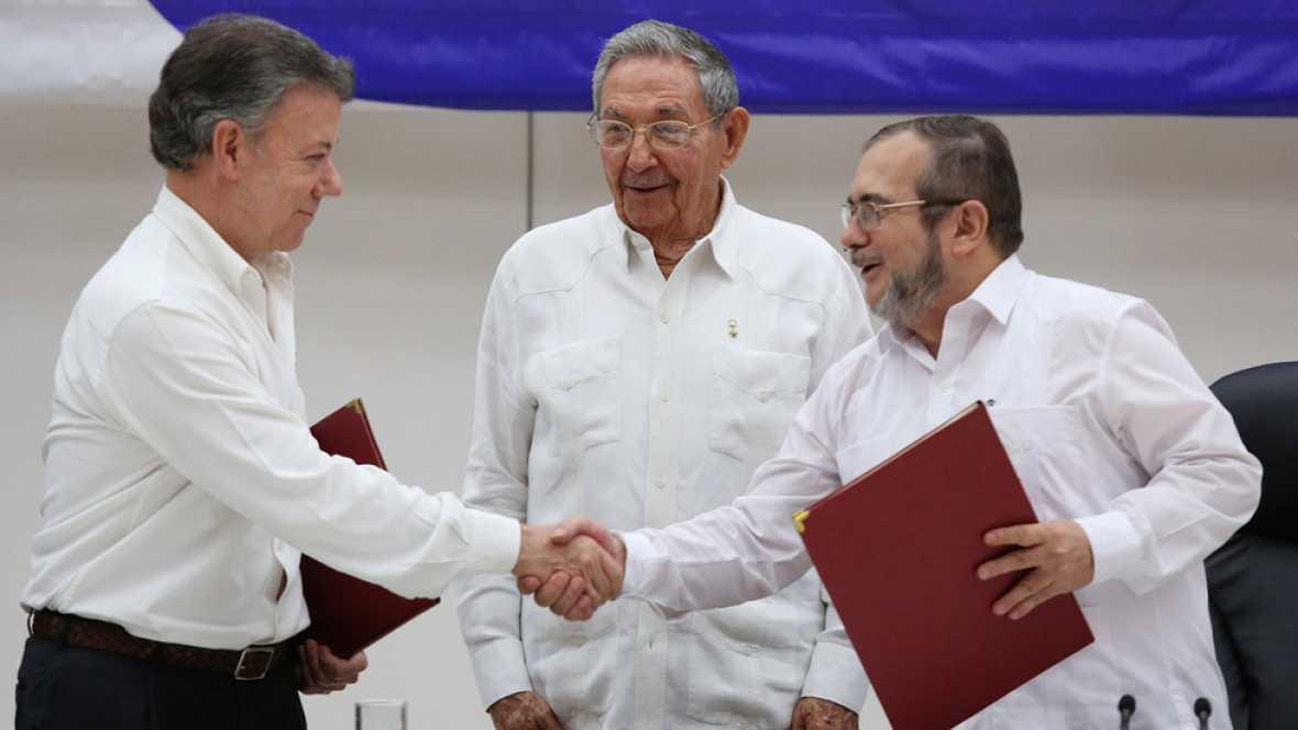 Colombia y las FARC firman el alto el fuego definitivo