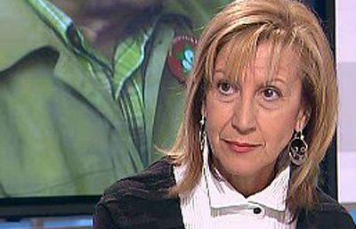 La diputada de UPyD, Rosa Díez, ha criticado al Gobierno en 'Los Desayunos de TVE' por no disolver los 42 ayuntamientos en los que gobierna Acción Nacionalista Vasca.