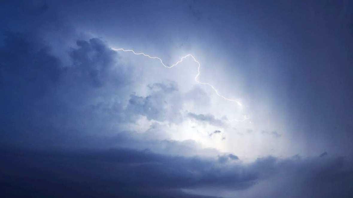 Tormentas en el Cantábrico y cielos poco nubosos o despejados en el resto