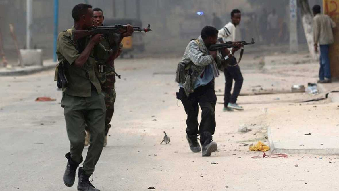 Decenas de muertos en un ataque terrorista de Al Shabab contra un hotel en Mogadiscio
