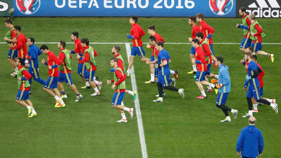 Último entrenamiento de España e Italia antes de jugarse el pase a cuartos