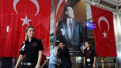Karim Hauser, experto geopolítico de Casa Árabe, analiza el atentado en el aeropuerto de Estambul. Ningún grupo ha reivindicado la masacre, aunque las autoridades apuntan al autodenominado Estado Islámico.