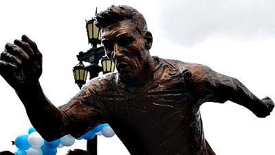Jugadores de la selección argentina que conquistó el Mundial de México 1986 pidieron este martes a Lionel Messi reconsiderar su renuncia a la Albiceleste.