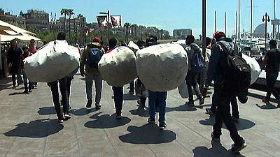 El ayuntamiento de Barcelona ha anunciado nueva medidas para reducir el fenómeno 'top manta'