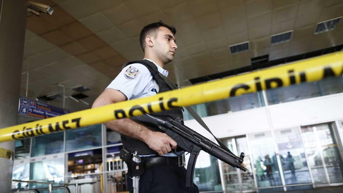 Turquía cree que los tres terroristas del atentado en Estambul eran extranjeros