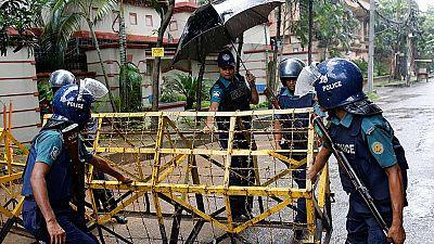Bangladesh investiga el atentado en el que murieron 20 civiles