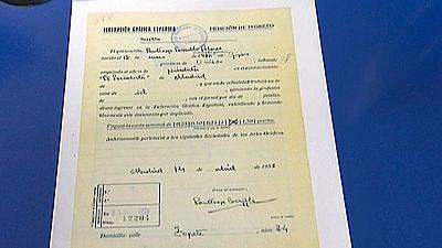 Se ha descubierto en el Archivo histórico el carnet del autor de El Principito cuando cubría como reportero la Guerra Civil en España