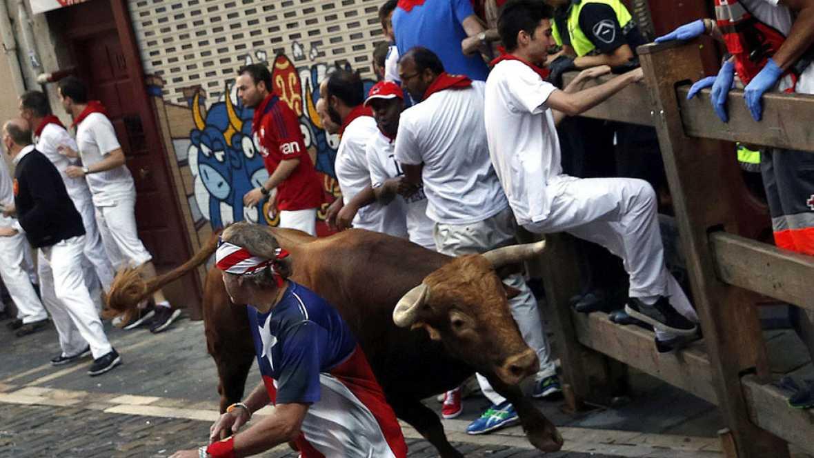 Segundo encierro de San Ferm�n 2016 muy peligroso con la manada rota