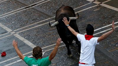 Un toro de Cebada Gago da la vuelta y desata el pánico entre los mozos