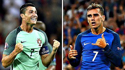 Portugal y Francia disputan este domingo la final de la decimoquinta edición de la Eurocopa, con Cristiano Ronaldo y Antoine Griezmann como grandes reclamos y el premio de un título que abre la puerta a un cambio de ciclo en el fútbol europeo.