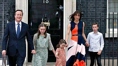David Cameron presenta su dimisión y abandona Downing Street