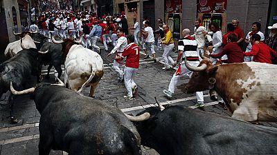 Último encierro de San Fermín 2016 con los Miura, rápido y accidentado por las caídas de los toros