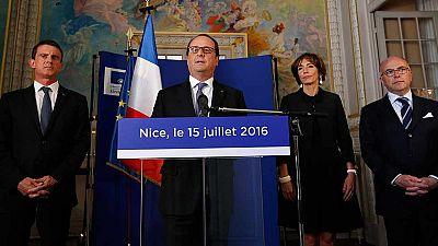 Hollande pide unidad contra el terrorismo y prolonga el estado de emergencia