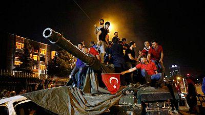 """Turquía ha sufrido este viernes un intento de golpe militar que ha puesto contra las cuerdas durante varias horas al Gobierno democrático y al presidente Recep Tayyip Erdogan, que ha llamado al pueblo turco a salir """"a las plazas"""" para resistir ante l"""