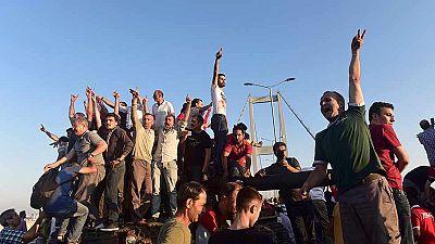 Fracasa el intento golpista en Turquía con 161 muertos y casi 3.000 detenidos