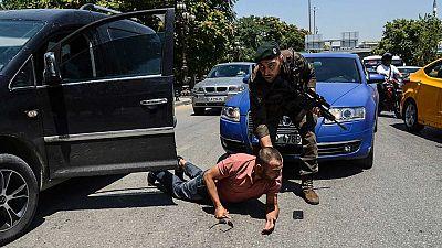 Estambul recupera la normalidad mientras prosiguen las purgas tras el golpe en Turquía