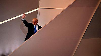 Los delegados contrarios a Trump se hacen oír al comienzo de la Convención Republicana en Cleveland