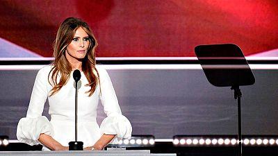 La escritora del discurso de Melania Trump admite que usó frases de Michelle Obama