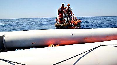 Hallan una veintena de inmigrantes muertos en una embarcación a la deriva frente a las costa de Libia