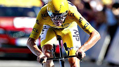 El británico Chris Froome se impuso hoy en la cronoescalada del Tour de Francia y a tres días de la llegada a los Campos Elíseos de París afianzó el liderato para lograr su tercera victoria final, la segunda consecutiva.