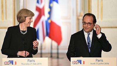 El presidente de Francia recibe a la primera ministra del Reino Unido en el Palacio del Elíseo