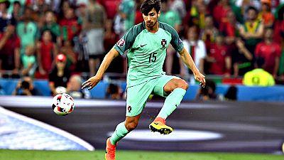 El FC Barcelona ha alcanzado un acuerdo con el Valencia CF para el fichaje del centrocampista portugués André Gomes, según ha informado la entidad catalana.