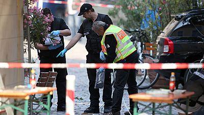 Alarma en la ciudad alemana de Ansbach, sobre las diez de la noche, por una explosión cerca del lugar donde tiene lugar un festival musical. El autor del ataque, un solicitante de asilo de 27 años que ya había intentado suicidarse, ha fallecido. Tres