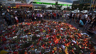 Un joven de 16 años y de nacionalidad afgana, amigo de Ali David Sonboly, el autor del tiroteo registrado el viernes en Múnich en el que murieron 9 personas, fue detenido este domingo ante las sospechas de que pudo haber tenido conocimiento de sus pl