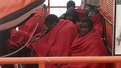 Salvamento Marítimo rescata a los siete inmigrantes en una patera en Tarifa, Cádiz
