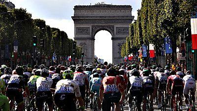 Los Campos El�seos de Par�s asistieron por tecera vez a la celebraci�n de Chris Froome como ganador del Tour de Francia. El brit�nico se mostr� en el podio muy cercano al pueblo franc�s, se acord� de las v�ctimas de los atentados de Niza. Termin� un