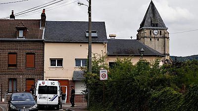 Dos yihadistas toman rehenes en una iglesia de Francia y asesinan al cura antes de ser abatidos