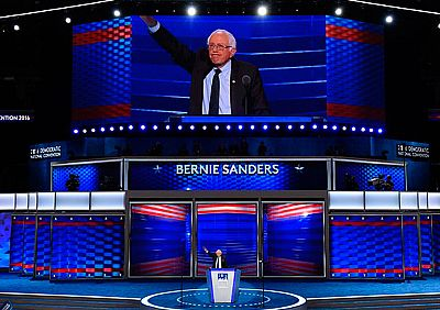 Sanders trata de restañar la división entre los demócratas y pide votar a Clinton para frenar a Trump