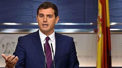 Rivera plantea al rey un gobierno de PP, PSOE y C's sin Rajoy o que todos se abstengan para que este gobierne