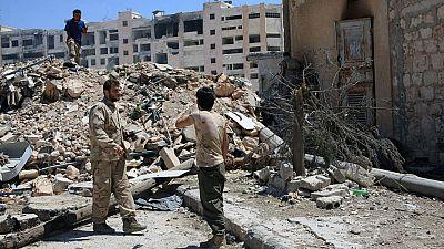 Las autoridades sirias afirman que decenas de familias han salido de Alepo por un corredor humanitario